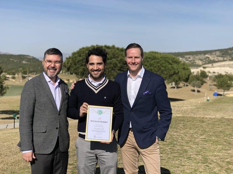 Vistabella Golf tar emot priset i Golfhäftet Awards