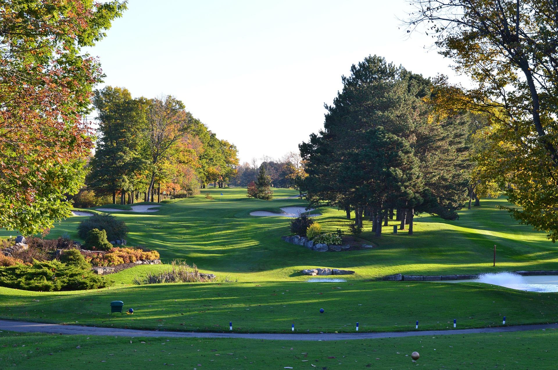Golfbana där golfspelare vill spela golf med Golfhäftet
