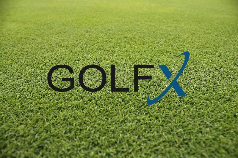 GolfX-loggan på en golfgreen